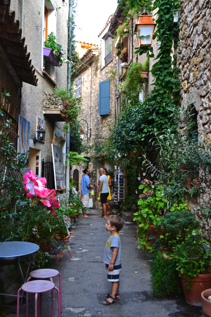 Mougins Momsabouttown