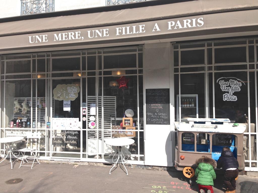 Une mère, une fille à Paris